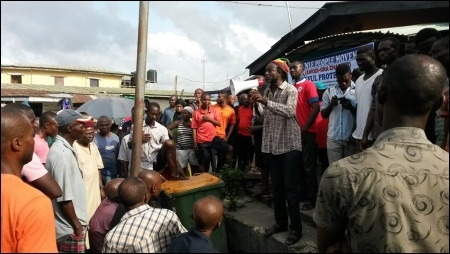 Dagga Tolar, DSM, addressing electricity protesters in Ajegunle - photo DSM